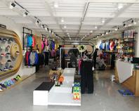 思腾体育运动系列服装展示大厅